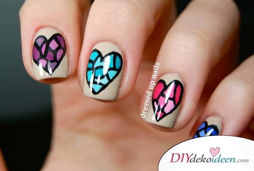 Buntglas - DIY Ideen für schöne Nägel zum Valentinstag