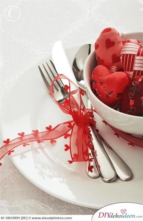 romantische Tischdeko Ideen mit Dekoband