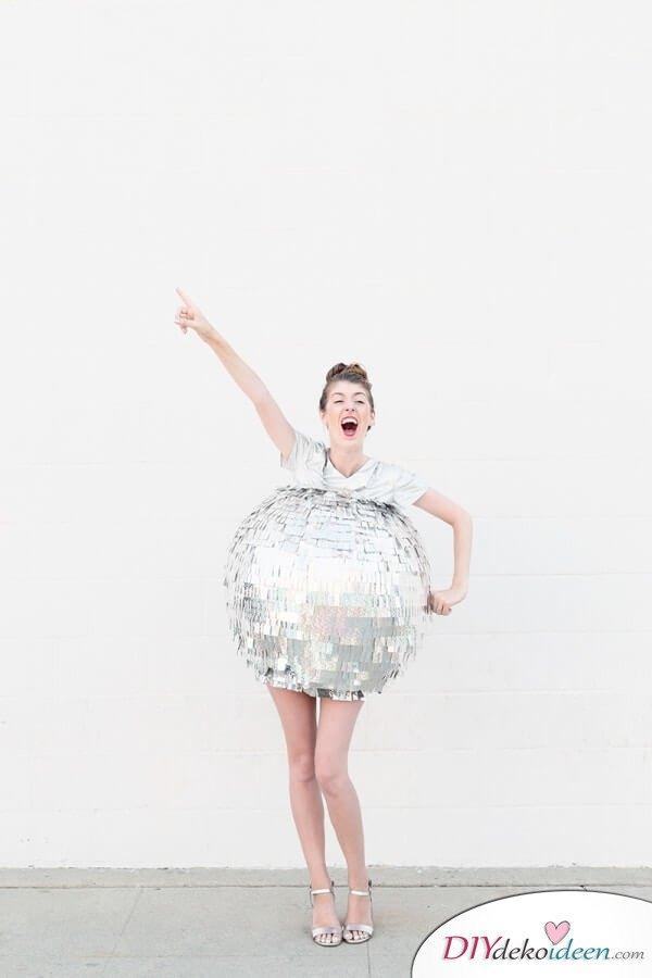 Lustiges Discokugel-Kostüm - silbernes Karnevalskostüm - DIY Faschingskostüm selber machen