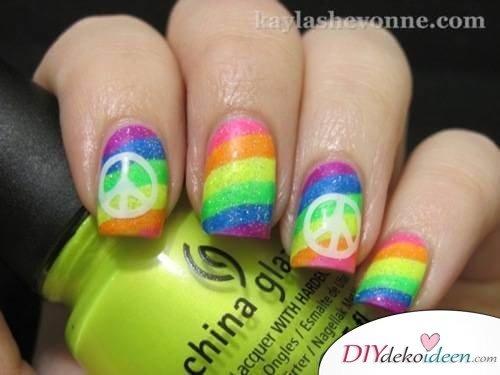 DIY Ideen für schöne Nägel zu Fasching - Hippie-Nageldesign