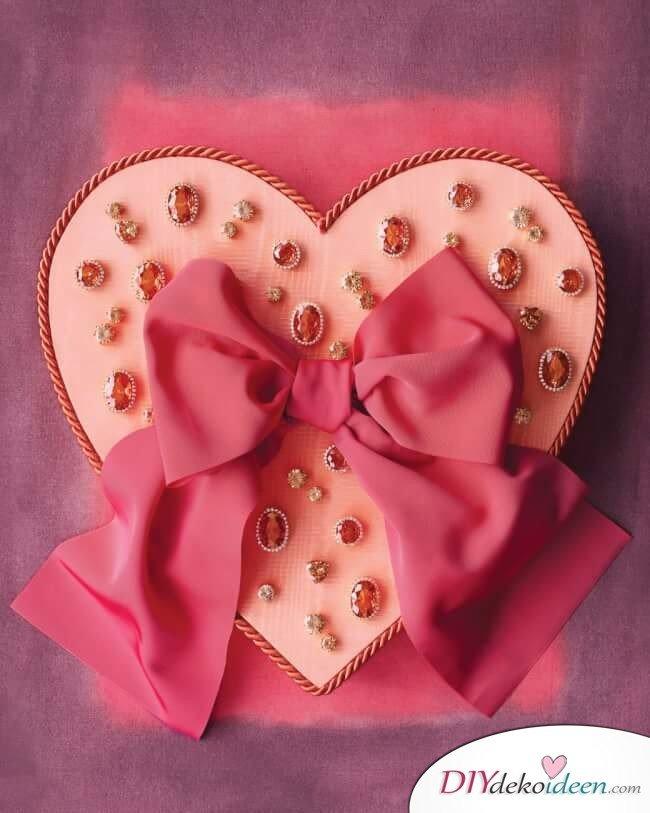 DIY LastMinuteValentinstagGeschenke - Mit Juwelen geschmückte Valentinstagsbox