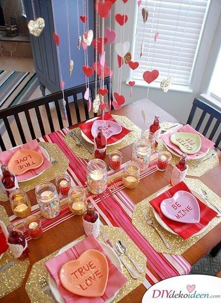 Kronleuchter aus Herzen: Dekoration für den Valentinstag