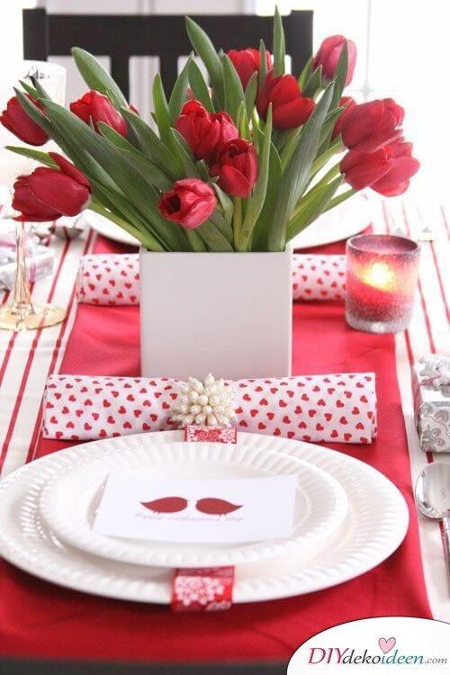 Dank dieser Tischdeko Ideen zum Valentinstag werden dir