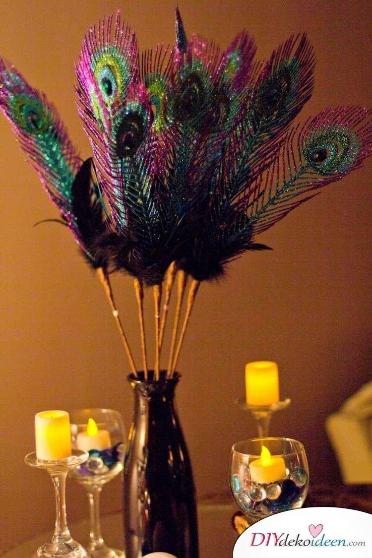 Glitzernde Pfauenfedern Faschingsdeko - Tischdeko Ideen