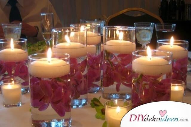 Schwimmende Kerzen mit Orchideen - Valentinstags-Dekoration