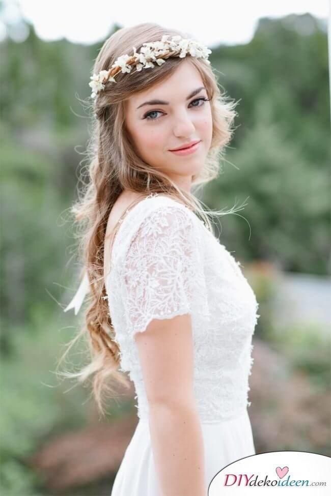 Brautfrisur mit Blumengesteck - Halb offene Frisur