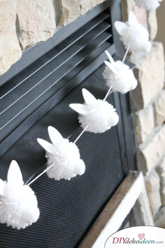 25+ DIY Deko Ideen zu Ostern, Osterdeko selber machen, Pompom Hasen-Girlande basteln