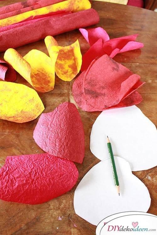 DIY Dekoidee -Rosenschalen aus Knitterpapier basteln
