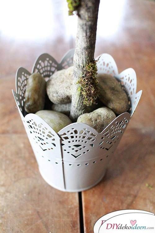 DIY Dekoidee Knopfbäumchen basteln zu Ostern - Stamm ankleben