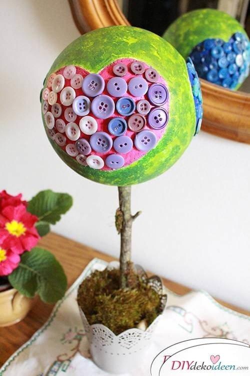 DIY Dekoidee Knopfbäumchen basteln zu Ostern - Fertige Tischdeko