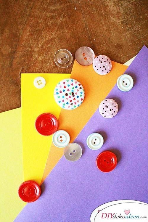DIY Dekoidee - Osterbasteln mit Knöpfen und Papier