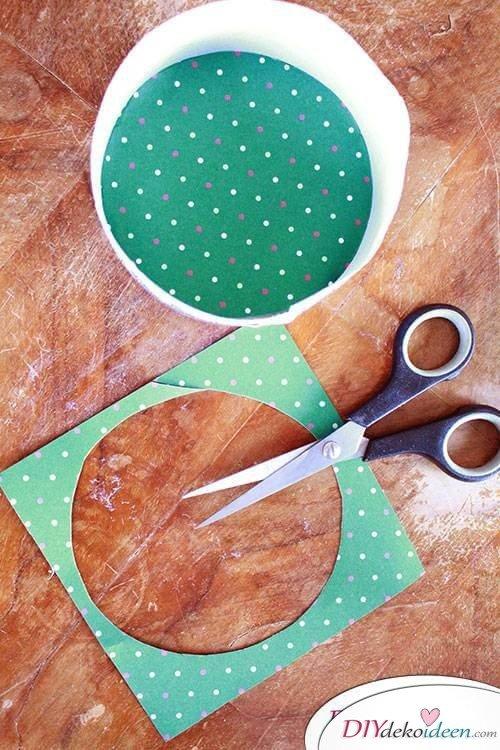 DIY Osterkörbchen aus einer Käseschachtel gestalten