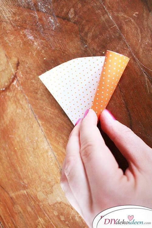DIY Karotte rollen aus Tonpapier
