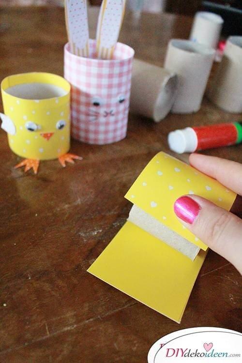 Buntes Tonpapier für Küken aus Klopapierrollen