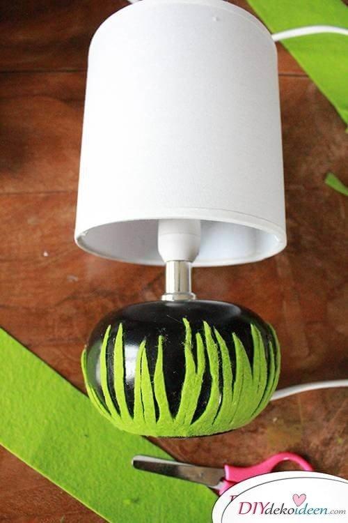 DIY Frühjahrsdekoideen – Filzgras aufkleben