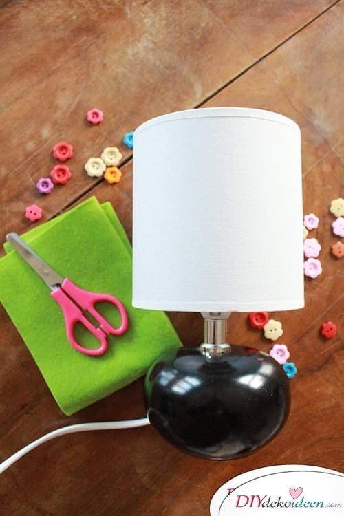 DIY Frühjahrsdekoideen – Lampenschirm selbst gestalten