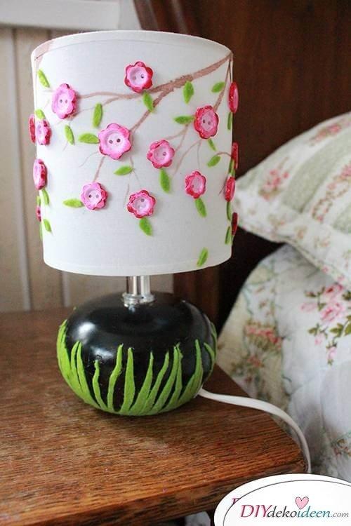 DIY Frühjahrsdekoideen – Pfirsichblüten-Lampenschirm