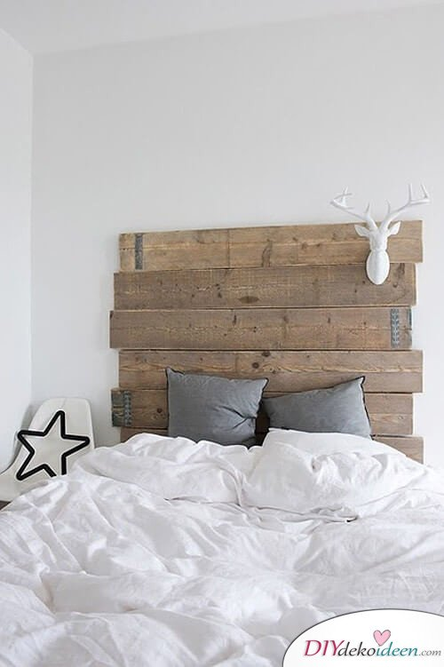 rustikales diy bett kopfteil selbst bauen aus paletten. Black Bedroom Furniture Sets. Home Design Ideas