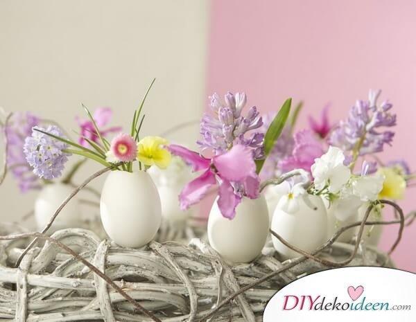 25+ DIY Deko Ideen zu Ostern, Eierkranz mit Blumen verzieren, Frühligsdeko mit Eierschalen und Blumen selber machen