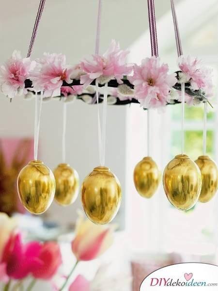 25+ DIY Deko Ideen zu Ostern, Eierkranz mit Blumen zum Aufhängen, Weidenkätzchen Dekoration selber machen