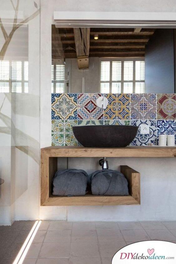 Fliesen Deko Ideen: Modernes Badezimmer Interieur Mit Holz Und Großer  Duschwand