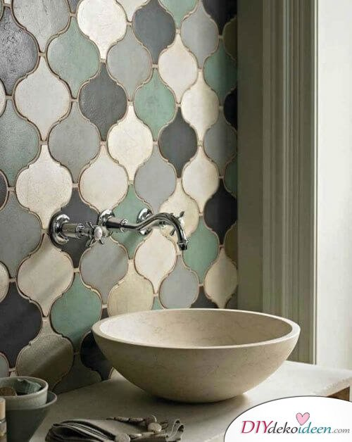 Fliesen-Deko Ideen: modernes Badezimmer mit Naturstein und orientalischen Fliesen