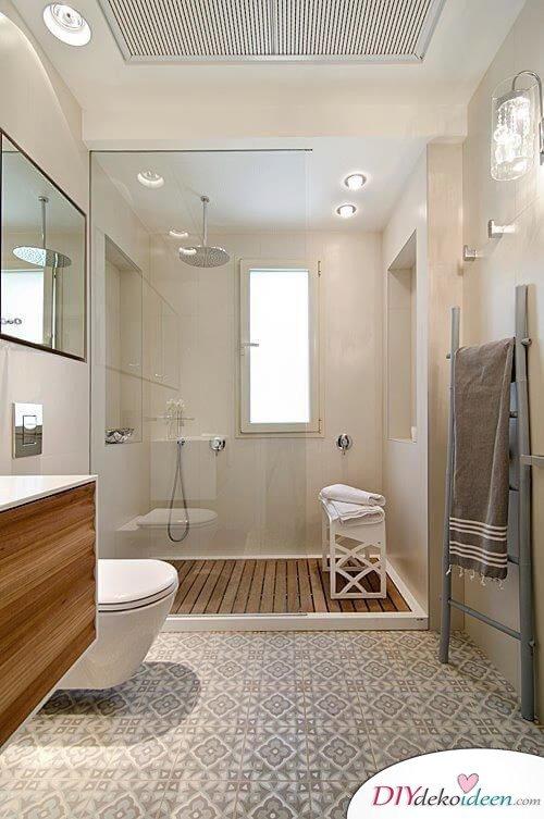 Fliesen Deko Ideen: Modernes Badezimmer Interieur Mit Holz, Große Dusche