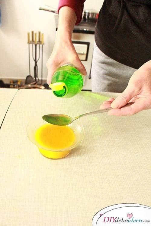 DIY Ostereier natürlich färben - Essig zugeben