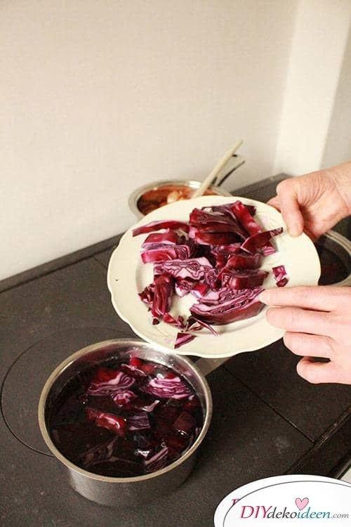 Ostereier färben mit Rotkohl - DIY Bastelidee zu Ostern