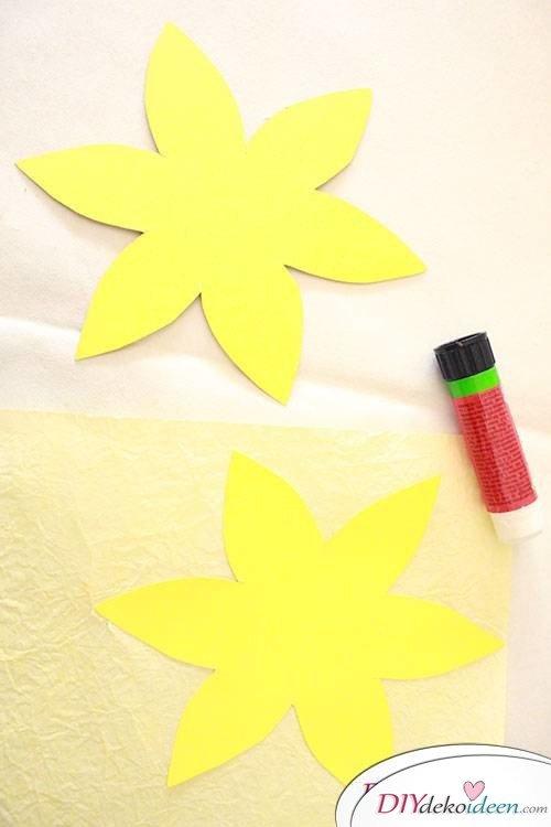 Narzissen aus Knitterpapier basteln für Ostern