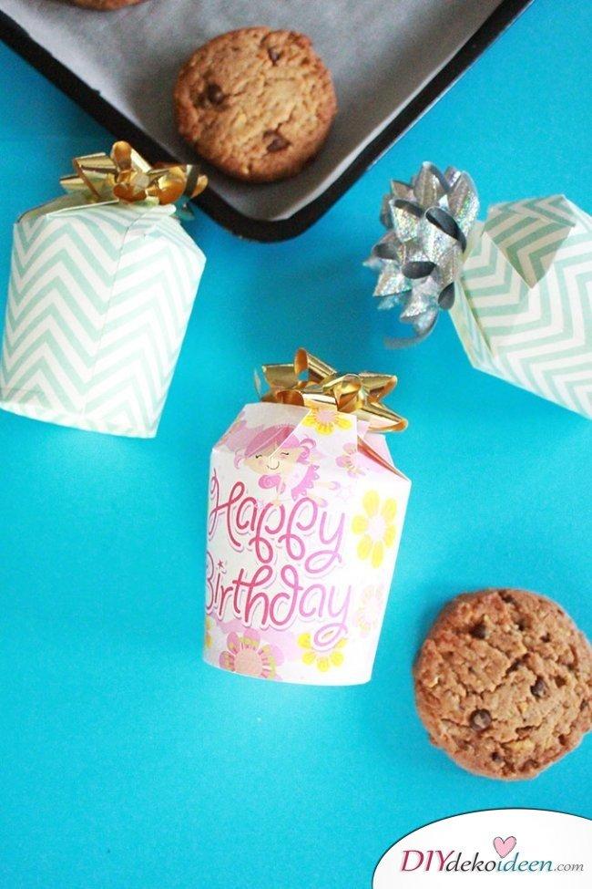 DIY Geschenkschachtel - Bastelidee aus Papier