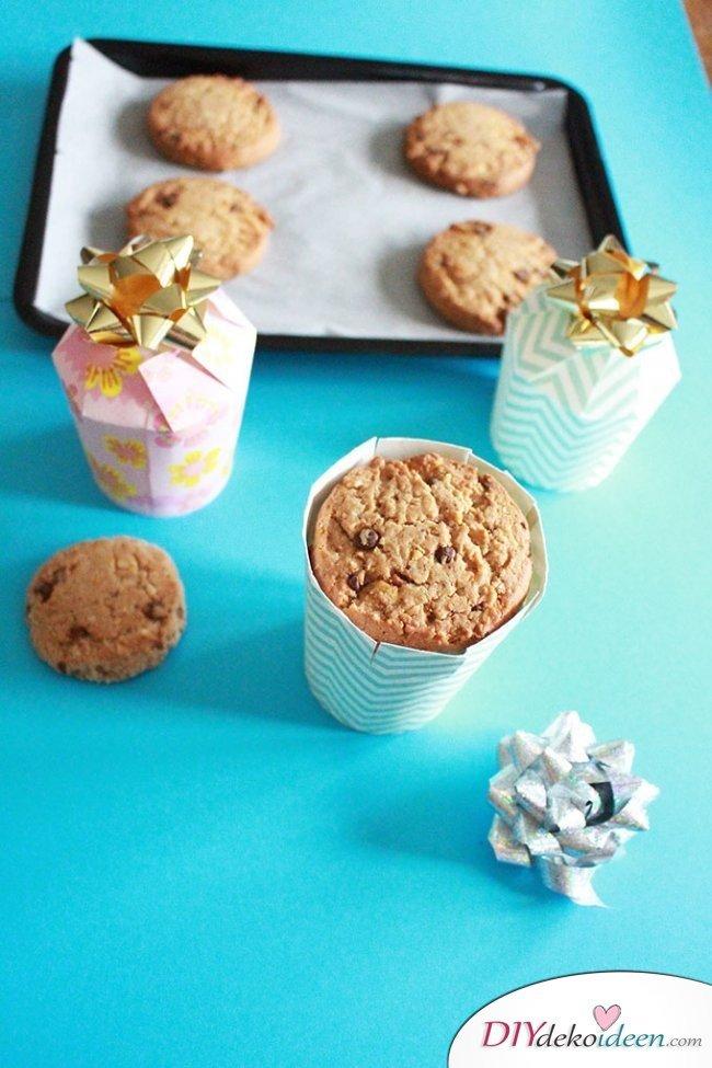 Last Minute Geschenk - DIY Geschenkschachtel aus Pappbechern