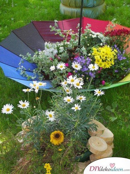 DIY Regenschirm-Blumenbeet Dekoidee – Gartendeko selber machen