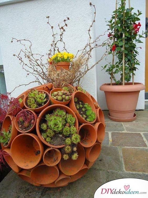 Tonschalen-Kugel – Gartendeko selber machen