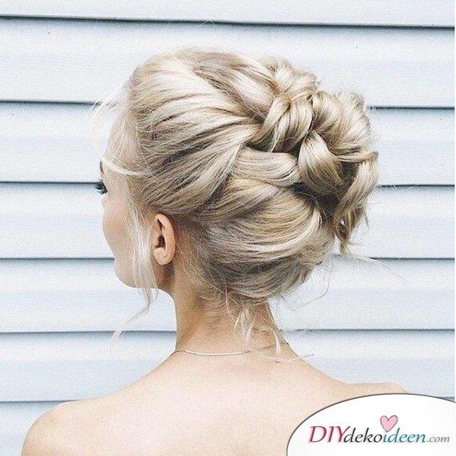 DIY Brautfrisuren für kurze Haare - Geflochtener Dutt