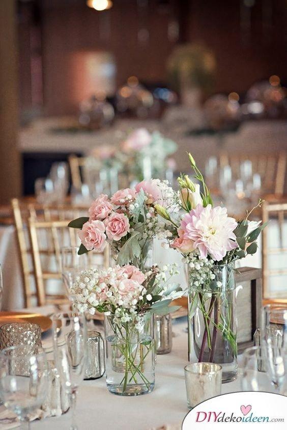 Hochzeitstischdeko Ideen - Üppiger Blumenschmuck