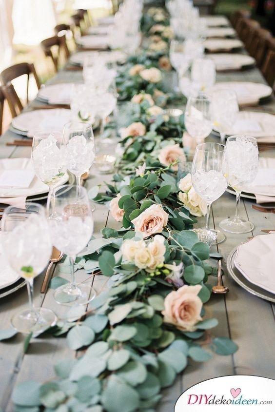 Hochzeitstischdeko Ideen - Romantischer Tafelaufsatz
