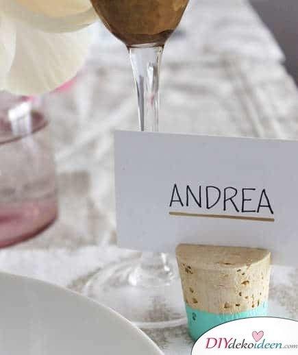 DIY Hochzeitsdekoration Bastelideen - Platzkartenhalter aus Korken