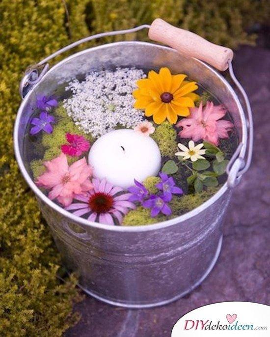 DIY Hochzeitsdekoration Bastelideen - Schwimmende Blumendeko im Eimer