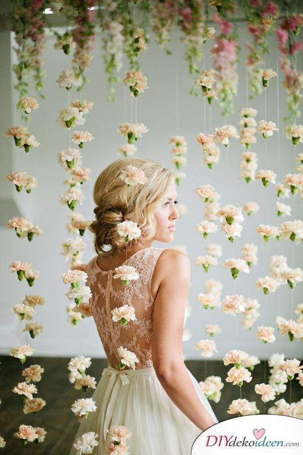 DIY Hochzeitsdekoration Bastelideen - Blumenvorhang als Bildhintergrund