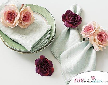 DIY Hochzeitsdekoration Bastelideen - Serviettenringe aus Rosen