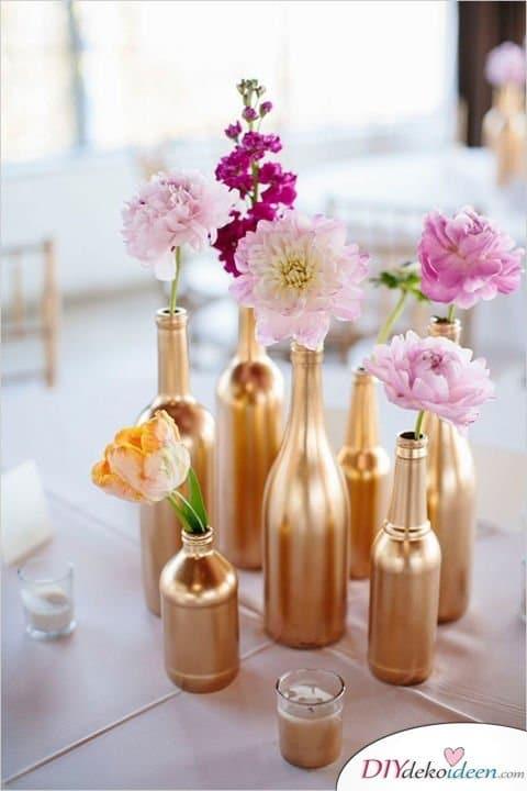 DIY Hochzeitsdekoration Bastelideen - Goldene Weinflaschenvasen