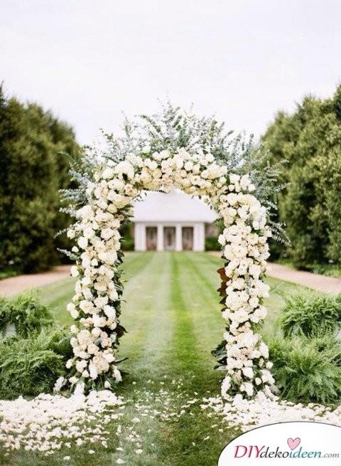 Garten Hochzeit - Blumenschmuck Ideen