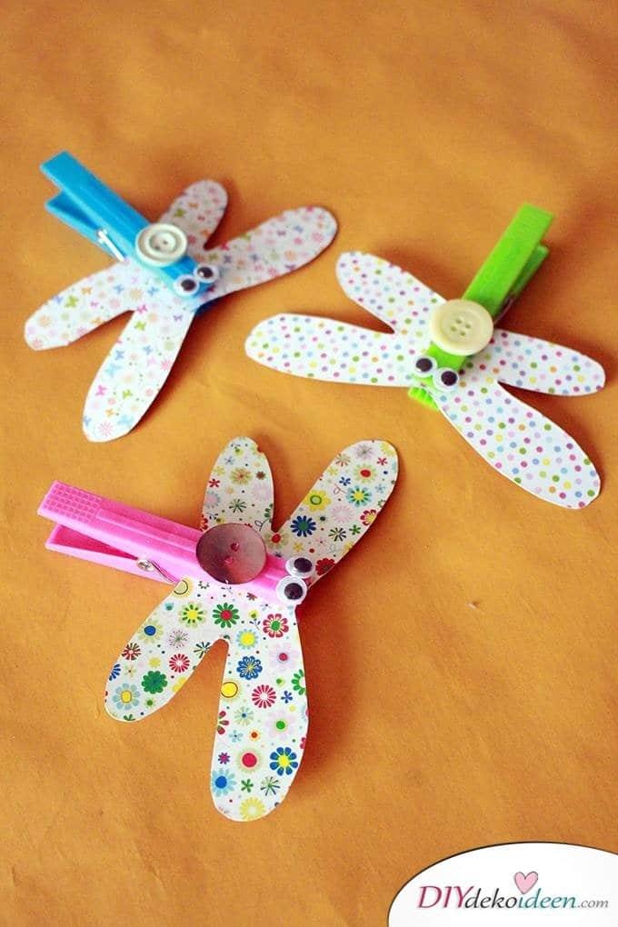 Basteln mit Kleinkindern – DIY Libellen aus Wäscheklammern