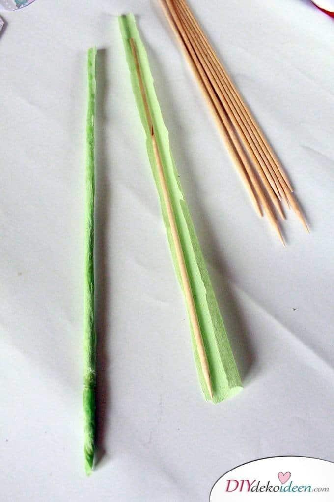Basteln mit Holzspießen und Papier - DIY Papierblumenstrauß als Muttertagsgeschenk