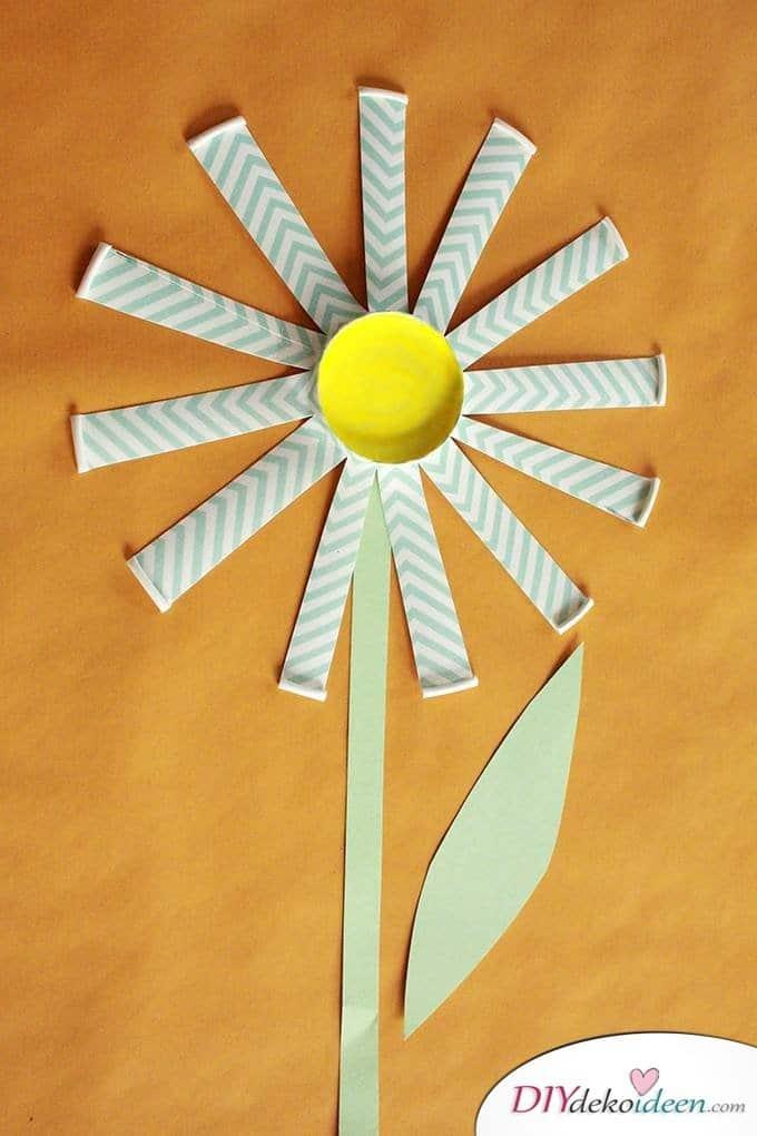 Basteln mit Kleinkindern - DIY Pappbecherblumen