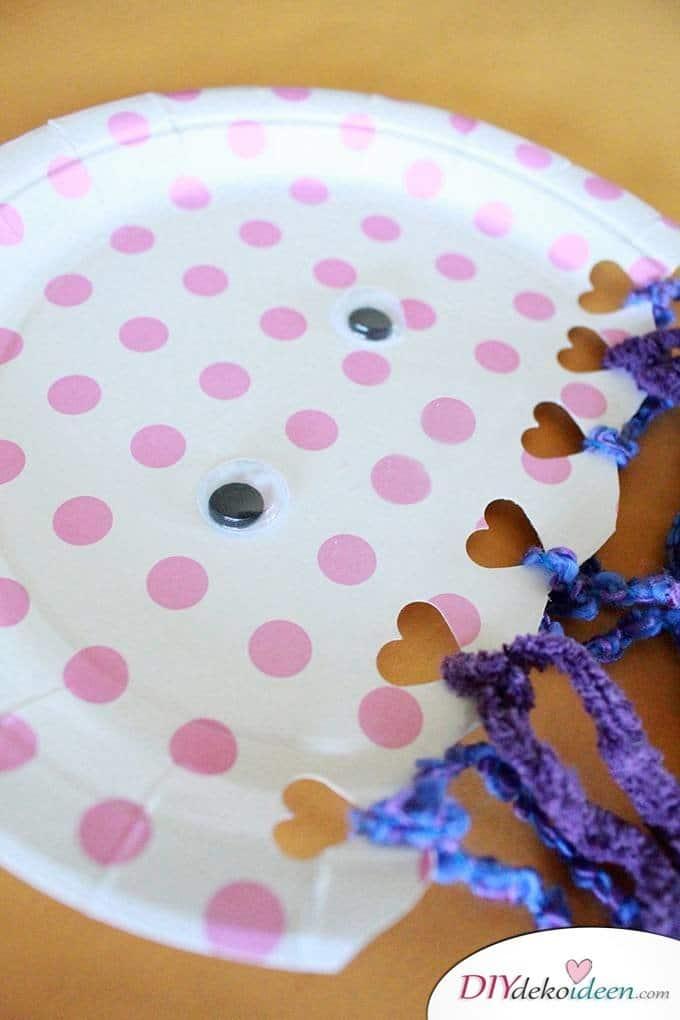 Quallen aus Papptellern - Sommerprojekte für Kinder