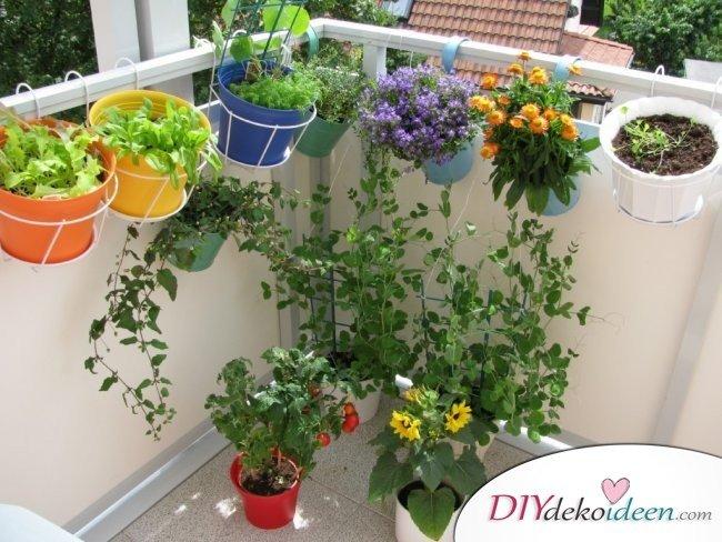 Balkon gestalten - DIY Dekoideen - Blumendeko