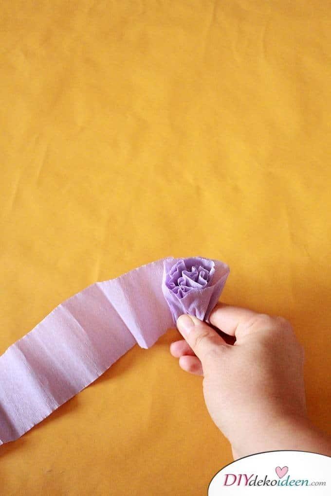 Spielerisch Rosen Basteln Mit Krepppapier Diy Bastelideen Fur Kinder
