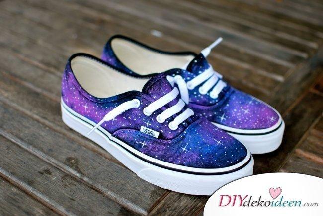 Günstige Geschenkideen - DIY Kosmos Sneakers